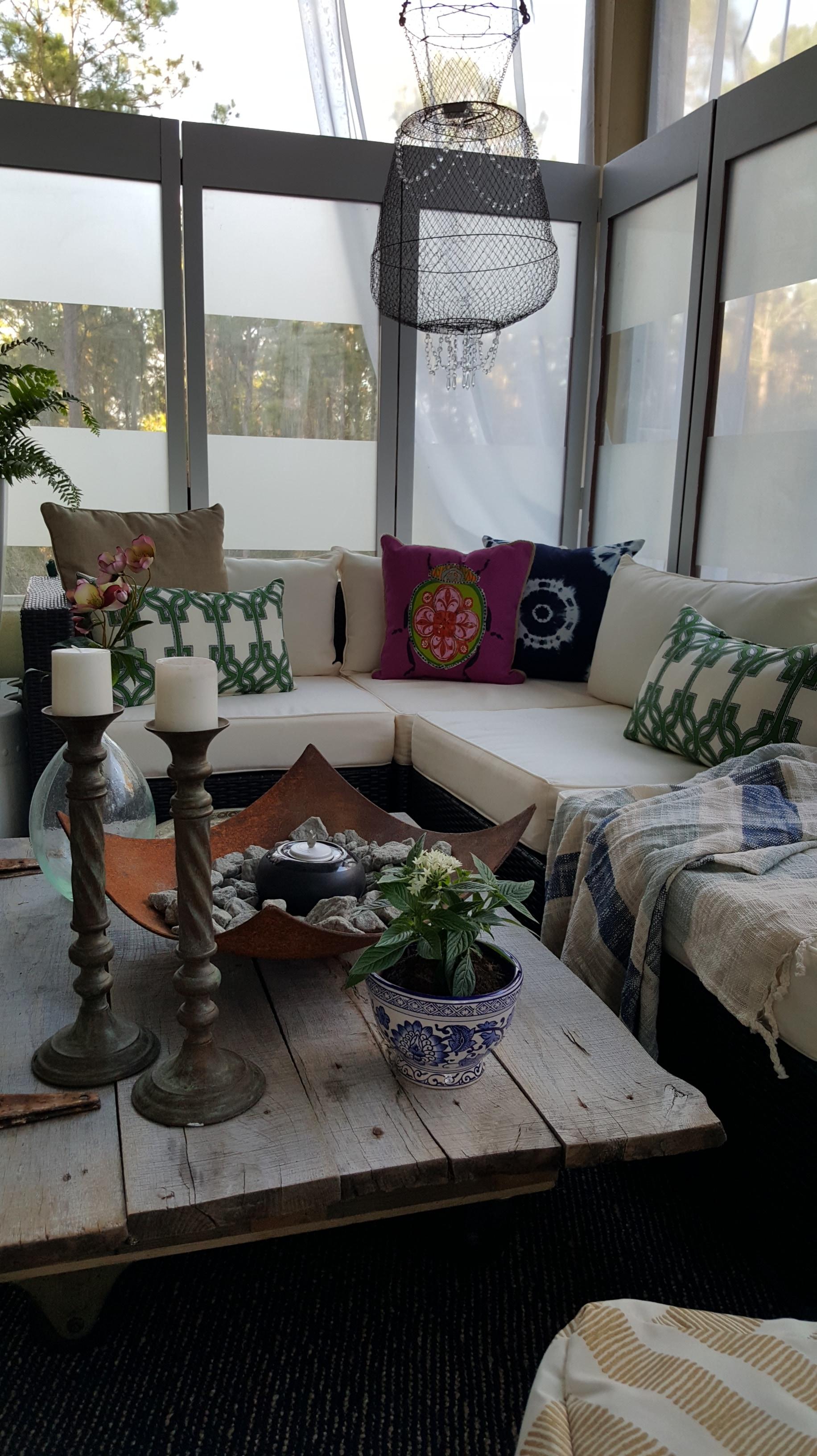 Barn Door Coffee Table DIY - Bees 'N Burlap